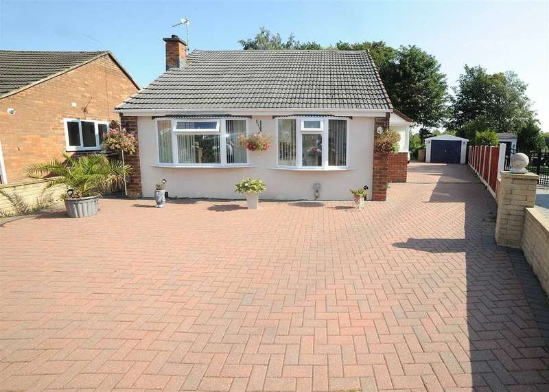3 Bedrooms Bungalow for sale in 11 Helston Close, Irlam M44 6FZ