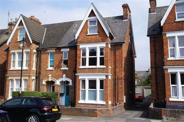 2 Bedrooms Flat for sale in St. Michaels Road, Bedford