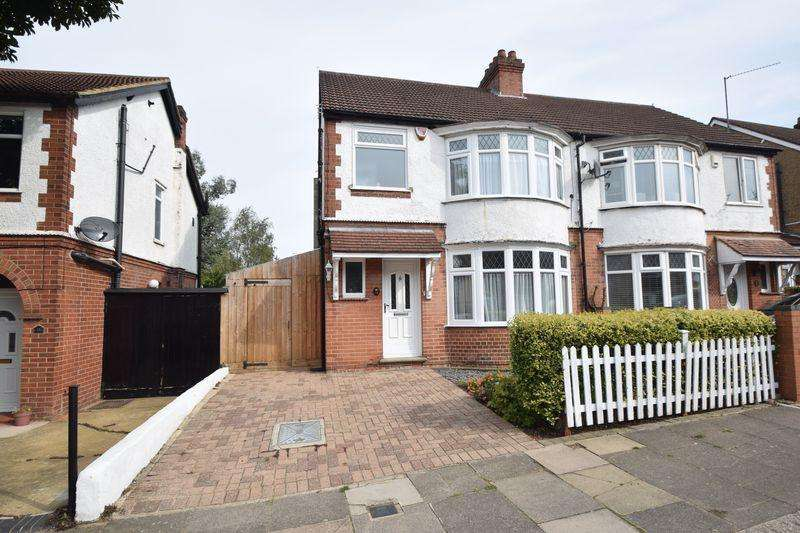 3 Bedrooms Semi Detached House for sale in Woodbury Hill, Luton