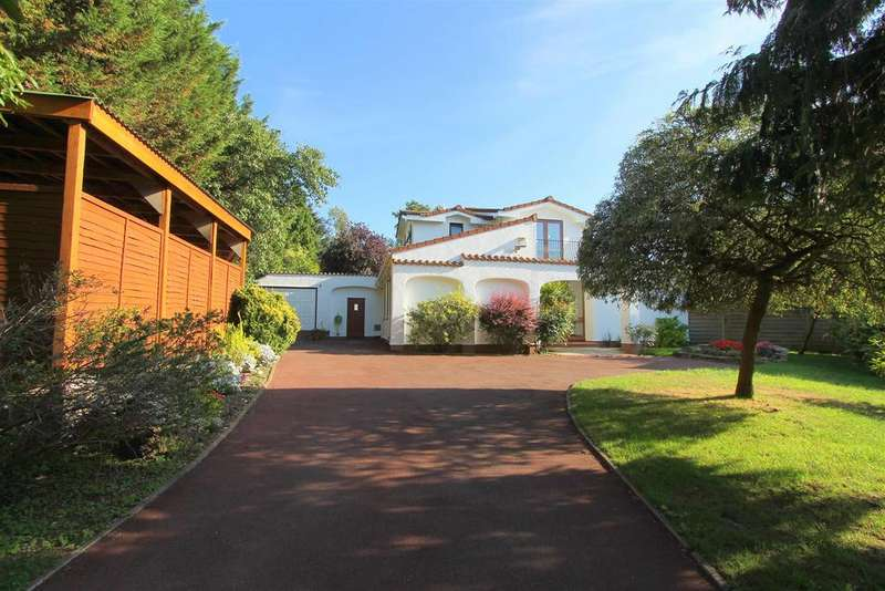 4 Bedrooms Detached House for sale in Glen Road End, Wallington