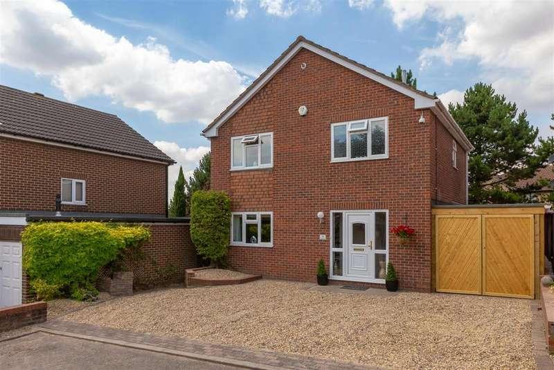 3 Bedrooms Detached House for sale in Weavers Way, Baldock