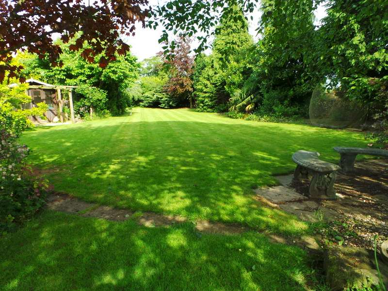 Property for sale in Heapham Road, Upton DN21