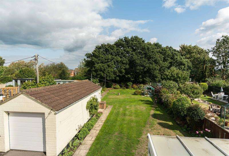 Property for sale in Manor Crescent Bursledon Southampton
