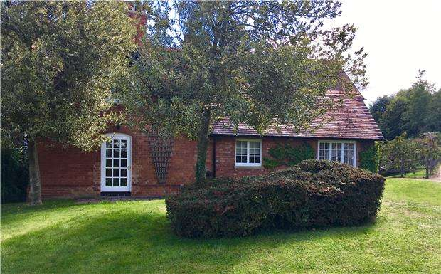 3 Bedrooms Semi Detached House for sale in Bushley Green, Tewkesbury, Gloucestershire. GL20 6AD