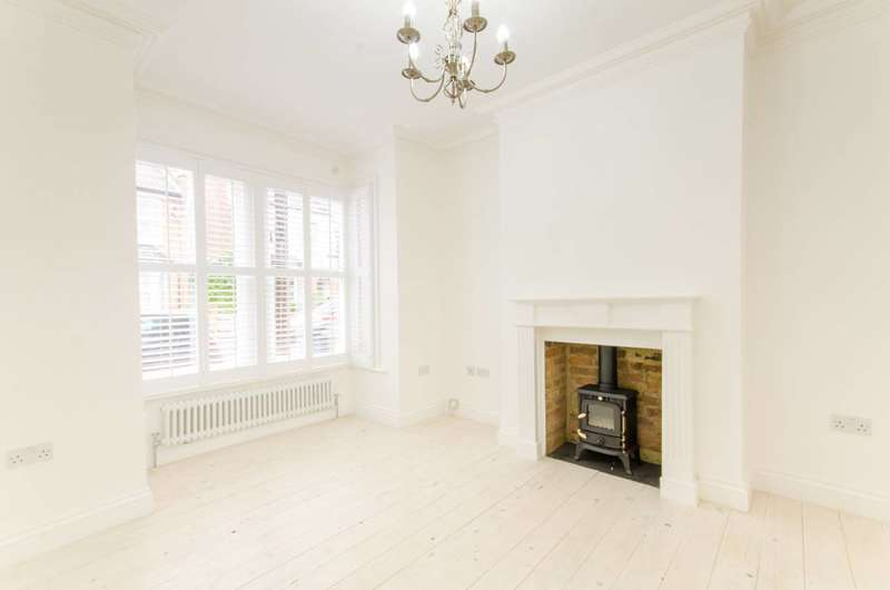 4 Bedrooms House for sale in Brookscroft Road, Walthamstow, E17