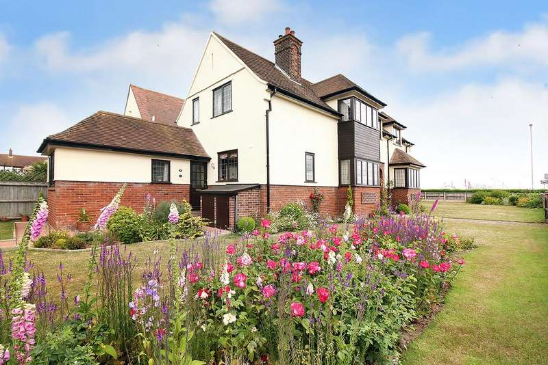 4 Bedrooms Detached House for sale in Marine Parade, Gorleston