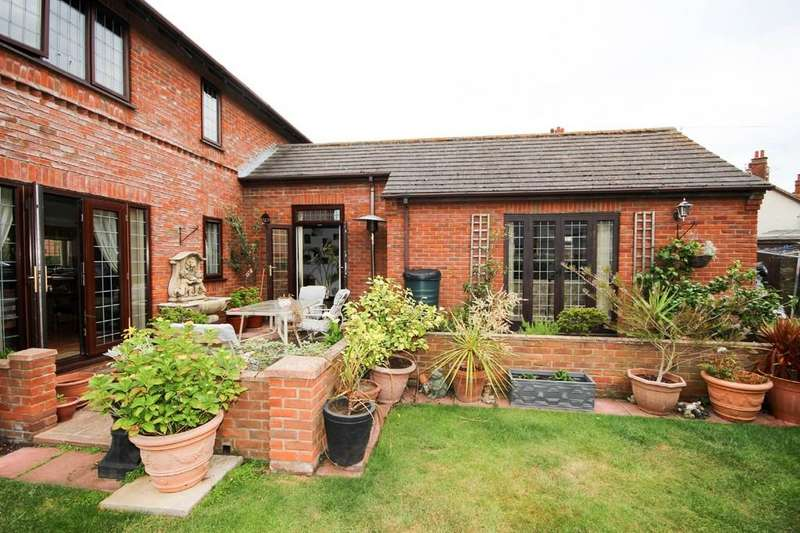 4 Bedrooms Detached House for sale in Barnard Avenue, Great Yarmouth