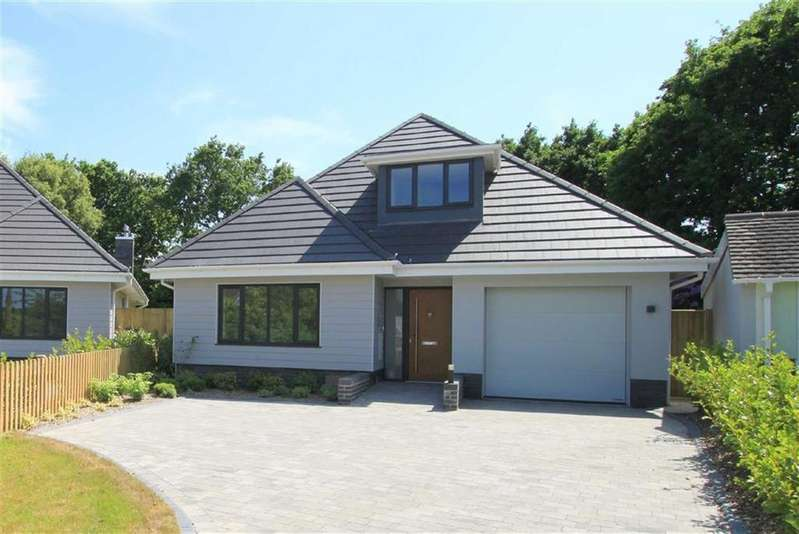 4 Bedrooms Chalet House for sale in Firshill, Highcliffe, Christchurch, Dorset