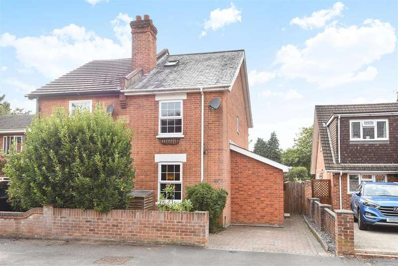 3 Bedrooms Semi Detached House for sale in Forest Road, Crowthorne, Berkshire RG45 7EH