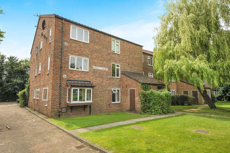 2 Bedrooms Flat for sale in Beachborough Road, Bromley, BR1