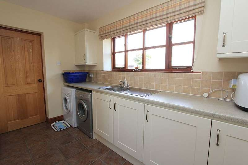 4 Bedrooms Barn Conversion Character Property for sale in Kiln Lane, Cross Lanes, Wrexham, Wrecsam, LL13 0SY