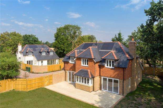 4 Bedrooms Detached House for sale in Woodhill, Send, Woking