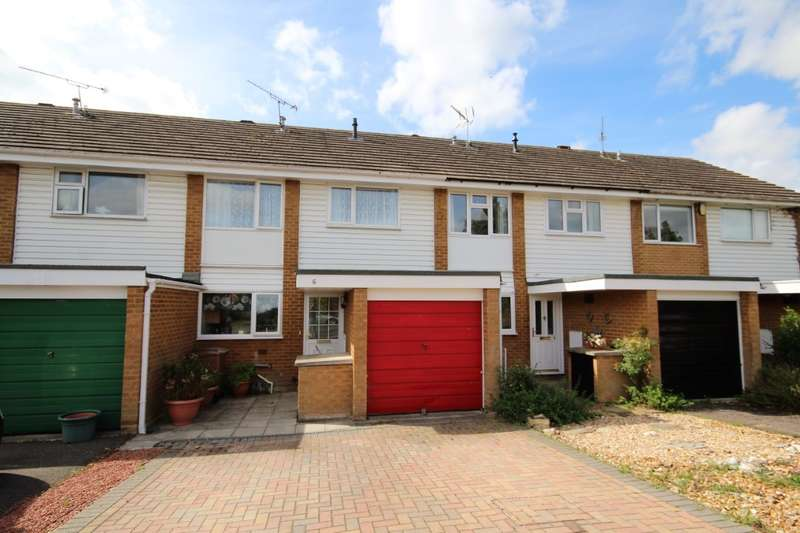 3 Bedrooms Terraced House for sale in Chiltern Drive, Charvil, RG10
