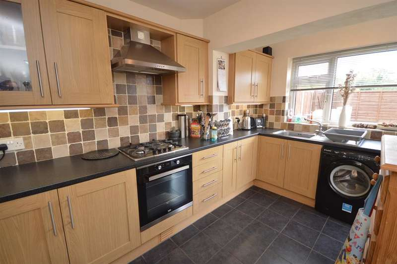 3 Bedrooms Town House for sale in Kenilworth Road, Wigston, Leicester, LE18 4UF