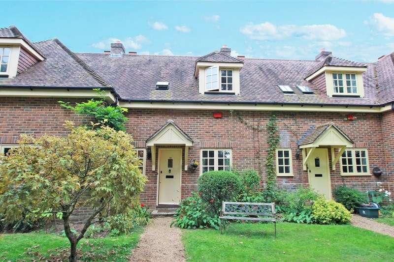 2 Bedrooms Terraced House for sale in Hurn Court, Hurn, Christchurch