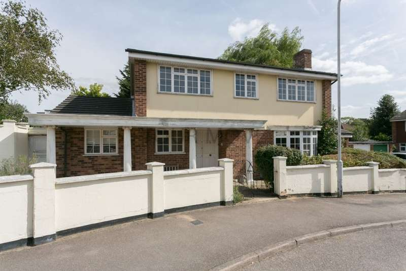 4 Bedrooms Detached House for sale in Faversham Avenue, Chingford, London, E4