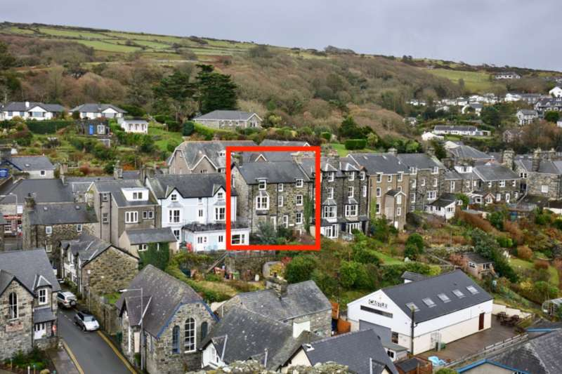 6 Bedrooms Terraced House for sale in Sea View, Harlech, LL46 2YA
