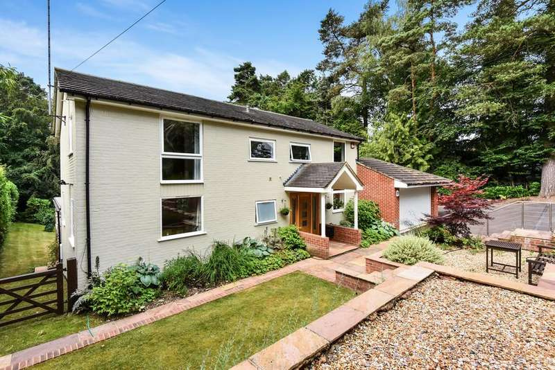 5 Bedrooms Detached House for sale in Fleet, Hampshire