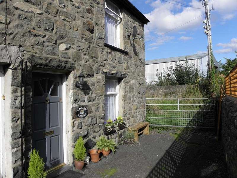 2 Bedrooms Cottage House for sale in 3, Minafon Terrace, Dolgellau, LL40 1BY