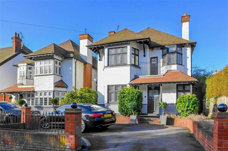5 Bedrooms Detached House for sale in Ditton Court Road, Westcliff-on-sea, Essex