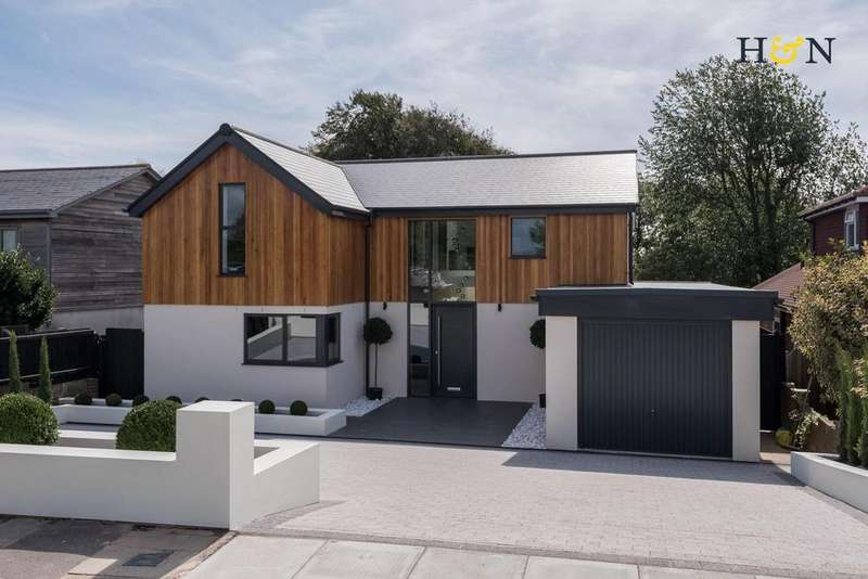 4 Bedrooms Detached House for sale in Windmill Drive, Brighton