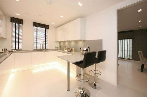 2 Bedrooms Flat for sale in Cherry Tree Hill House, Great North Road, N2