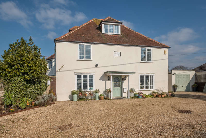 7 Bedrooms Detached House for sale in Colwell Bay, Isle of Wight