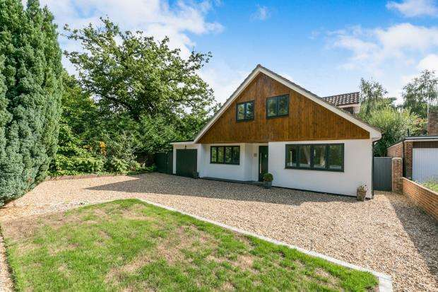4 Bedrooms Bungalow for sale in Woodham, Surrey