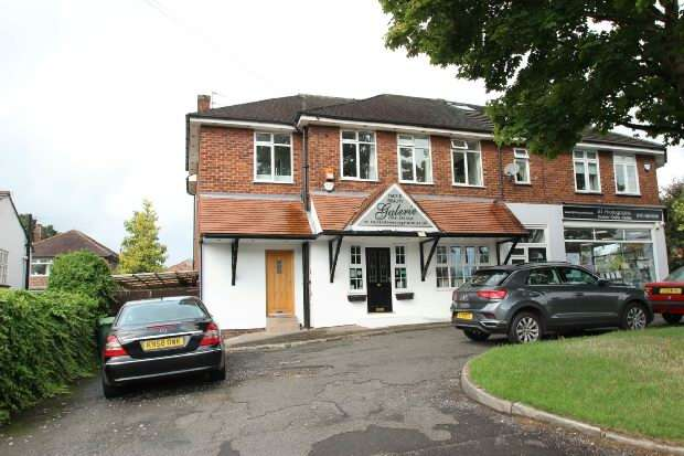 4 Bedrooms End Of Terrace House for sale in Green Lane, Timperley