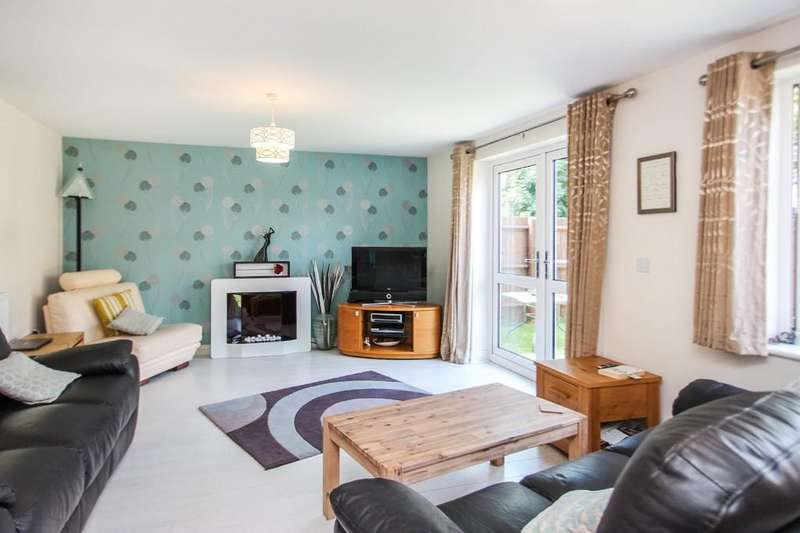 4 Bedrooms Detached House for sale in Laurel Court, Rochford