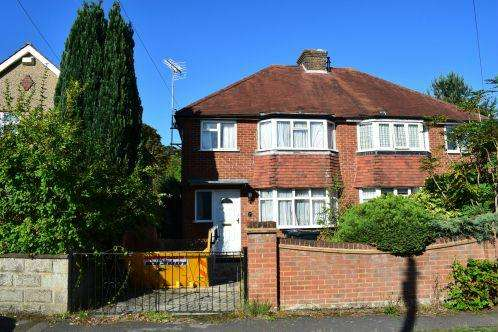 3 Bedrooms Semi Detached House for sale in Tockley Road, Burnham