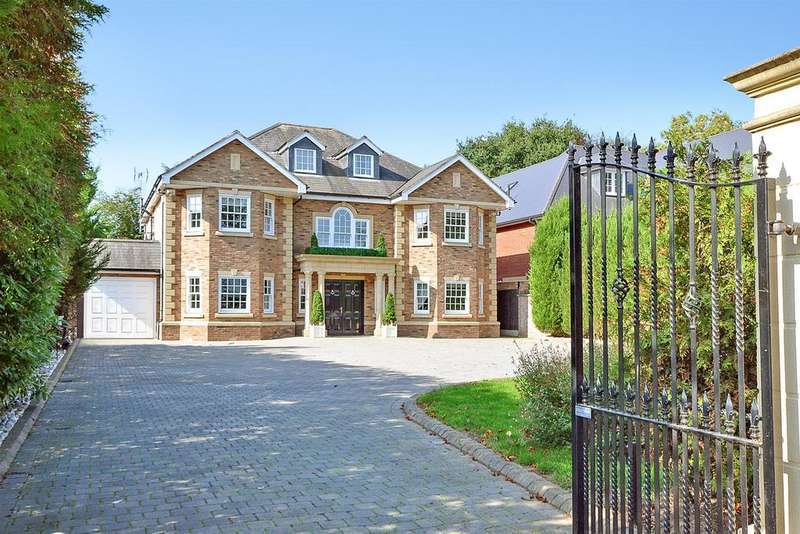 6 Bedrooms Detached House for sale in Nelmes Way, Emerson Park, Hornchurch