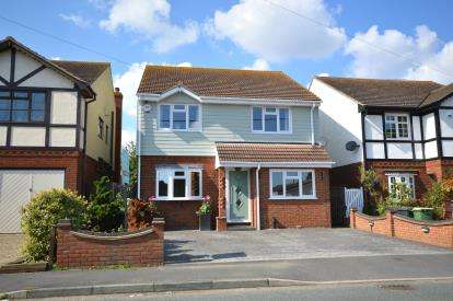 4 Bedrooms Detached House for sale in Little Wakering, Southend-On-Sea, Essex