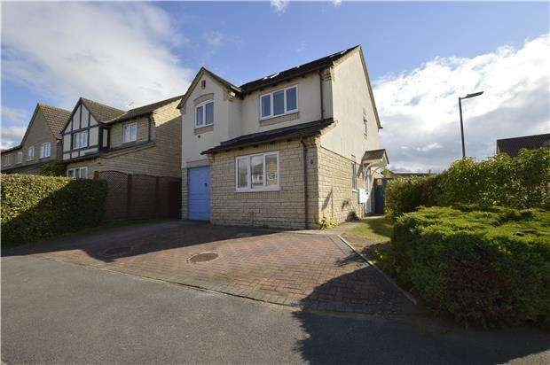 4 Bedrooms Detached House for sale in Wheatsheaf Drive, Bishops Cleeve, GL52