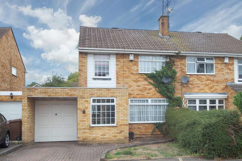 3 Bedrooms Semi Detached House for sale in Liston Close, Luton