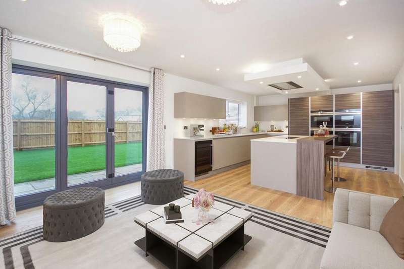 5 Bedrooms Detached House for sale in Detached Family Home, Chigwell Grove, Luxborough Lane, Essex, IG7