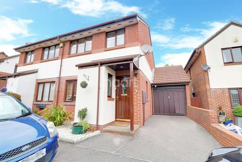 3 Bedrooms Semi Detached House for sale in Cartel Close, Watts Wood, Purfleet