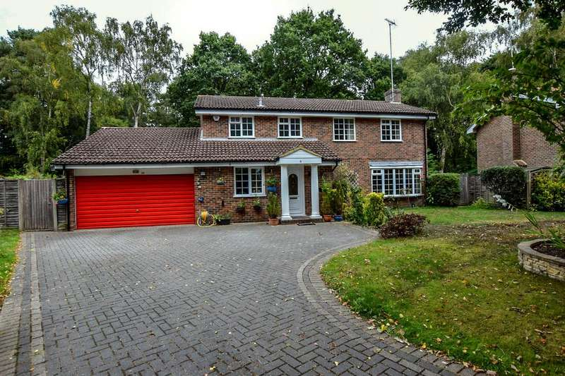 4 Bedrooms Detached House for sale in Belvedere Close, Fleet