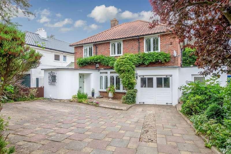 4 Bedrooms Detached House for sale in Brooke Road, Ashford