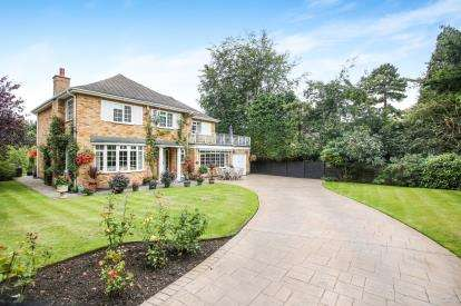 4 Bedrooms Detached House for sale in Silverdale Drive, Wilmslow, Cheshire, .
