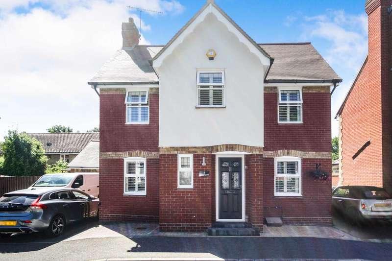 4 Bedrooms Detached House for sale in Hazel Close, Noak Bridge