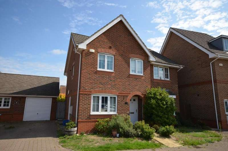 4 Bedrooms Detached House for sale in Woodland Walk, Aldershot