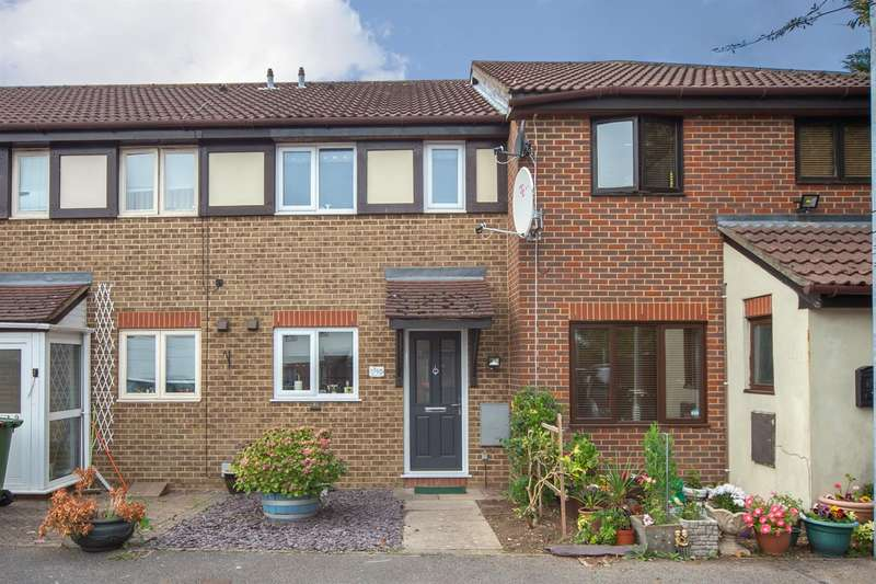 2 Bedrooms Terraced House for sale in Readers Close, Dunstable