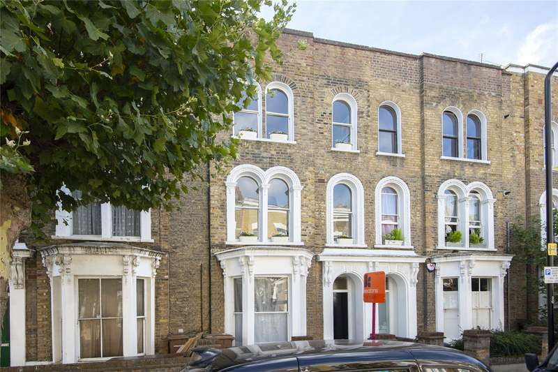 2 Bedrooms Flat for sale in Dunlace Road, London, E5