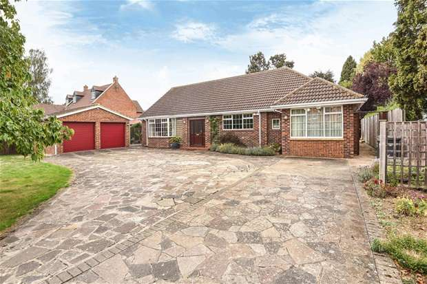 3 Bedrooms Detached Bungalow for sale in Main Road, Biddenham