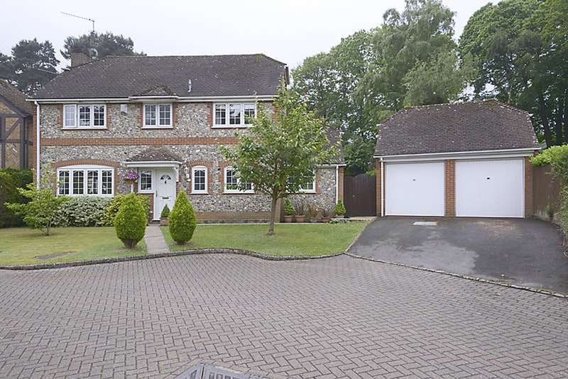 4 Bedrooms Detached House for sale in Hawkesworth Drive, Bagshot, Surrey, GU19