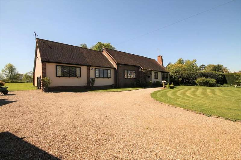 3 Bedrooms Detached Bungalow for sale in Harlow Road, Roydon