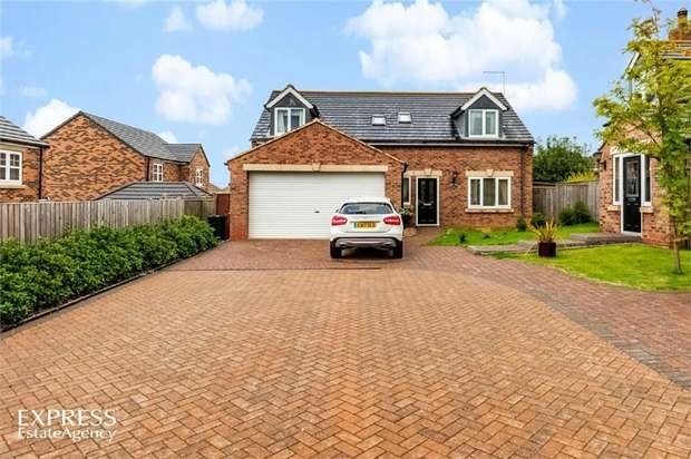3 Bedrooms Detached House for sale in Ormesby Bank, Ormesby, Middlesbrough, North Yorkshire