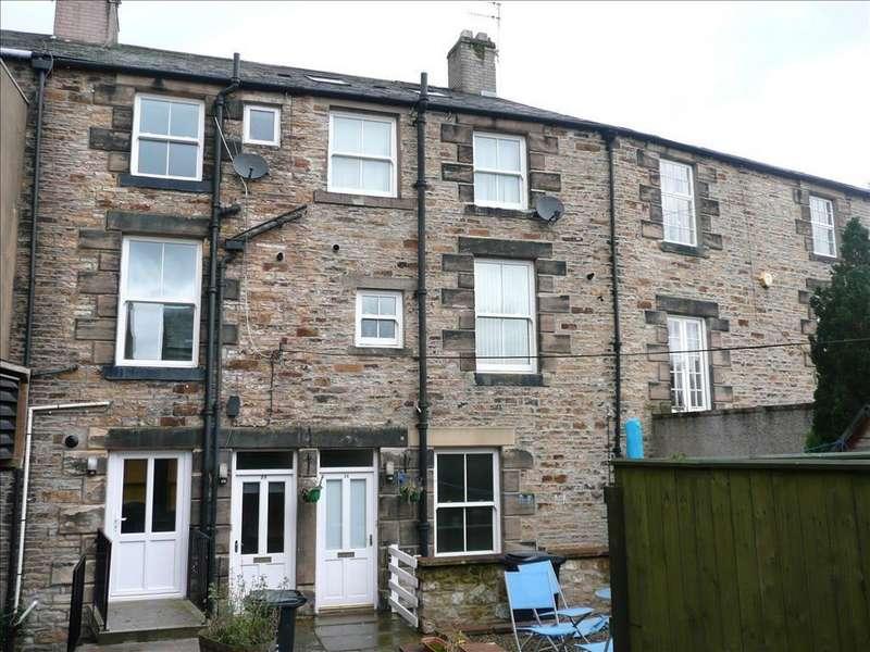 4 Bedrooms Maisonette Flat for sale in Central Place, Haltwhistle, Northumberland, NE49 0DF