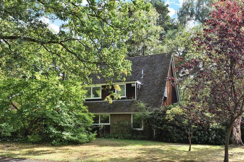 5 Bedrooms Detached House for sale in Edgcumbe Park Drive, Edgcumbe Park, Crowthorne